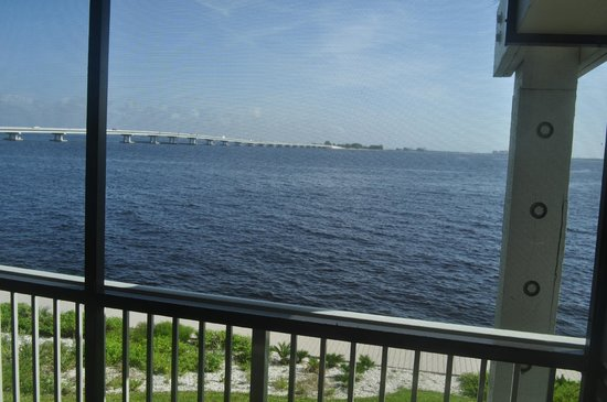 Mariner Pointe: Patio view