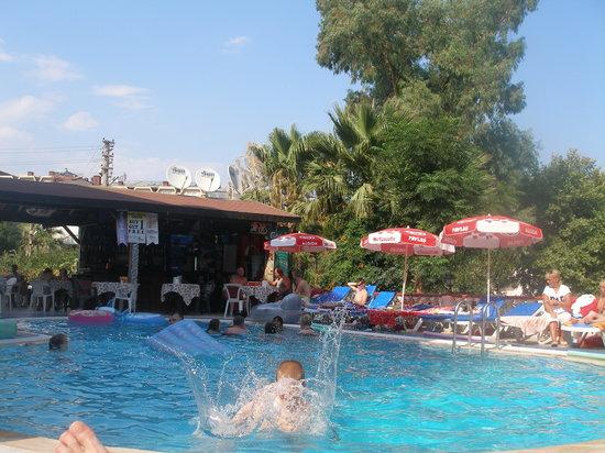 Musti's Family Apart: pool side