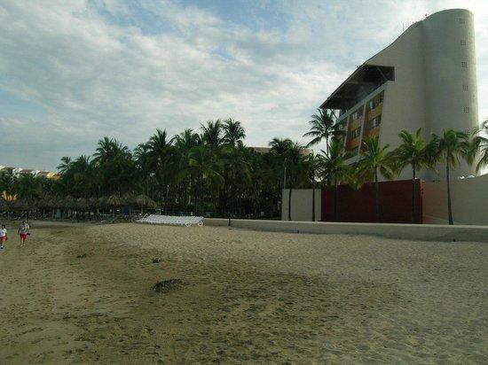 Club Regina Puerto Vallarta: View of the buildings from the beach