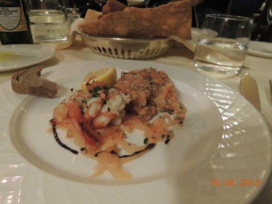 Ristorante Novecento: Tartar de salmão com camarões.