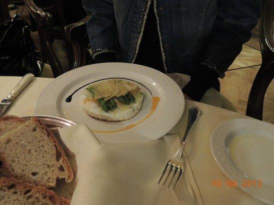 Ristorante Novecento: Ovo frito metida a besta por causa do parmesão.