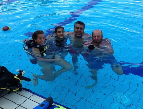Divesicily: Chilling in the Pool after a great Dive