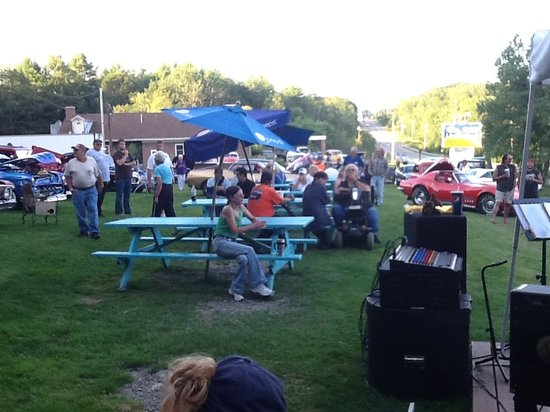 Fast Eddies Drive-In : Cruise Night!