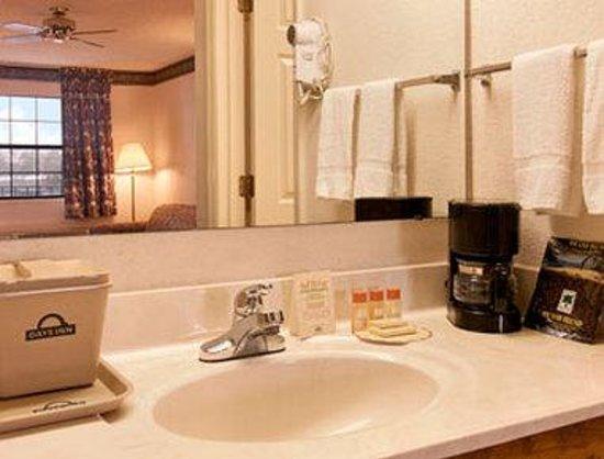 Days Inn Demopolis: Bathroom