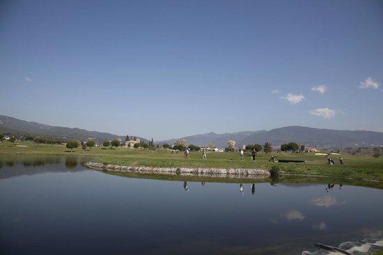 Golf Par3 - Pitch & Putt Barcelona - La Garriga: El hoyo 11 de nuestro campo reproduce el hoyo 17 TPC SAWGRASS
