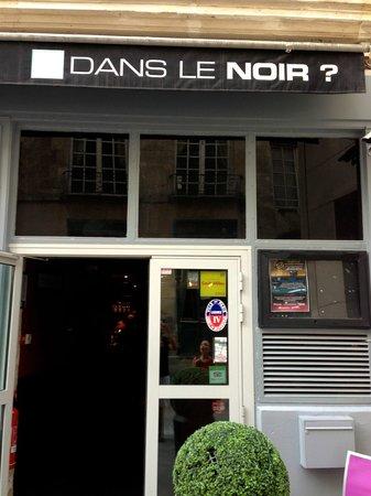Dans le Noir ? : Front of the restaurant in Paris