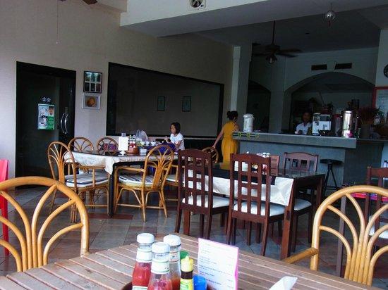 Rome Place Hotel: 1階食堂