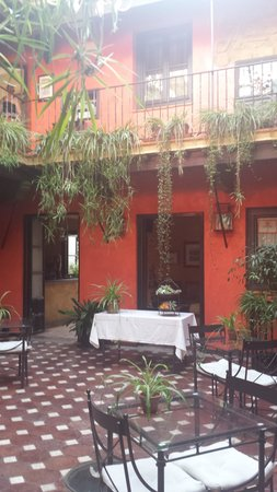 La Casona de Calderon: el patio