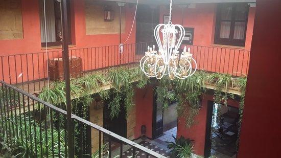 La Casona de Calderon: vista del patio desde arriba