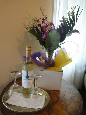 Via Veneto: Waiting in the room on our arrival... My hubby had it all arranged,