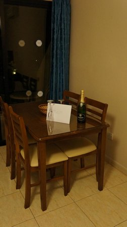 Hadjiantoni Anna Hotel Apartments: Arrival day