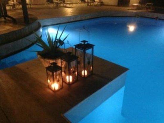 Hotel Andromeda: Middag vid poolen