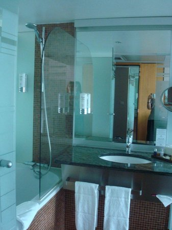 Crowne Plaza Lille : Bathroom