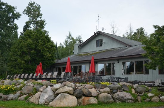 Gunflint Lodge & Outfitters: Lodge and Patio