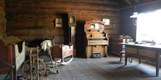 Ullensvang, Norwegia: Lokale hus er flyttet til museumstunet og innredet med tidsautentisk innredning
