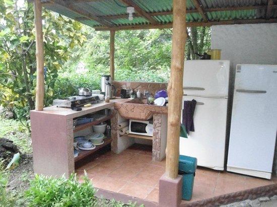 Entre Dos Aguas: La cocina totalmente equipada con café gratis, leche y té.