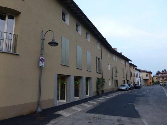 Stile Libero: The exterior