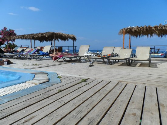 Odysseus & Agnes Apartments: Agnes Pool right on the beach