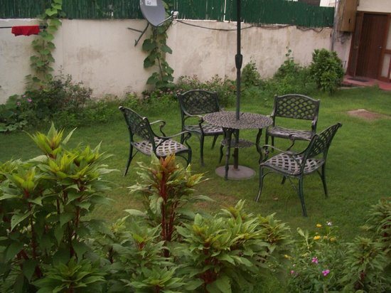 Hotel Kabli: Jardín
