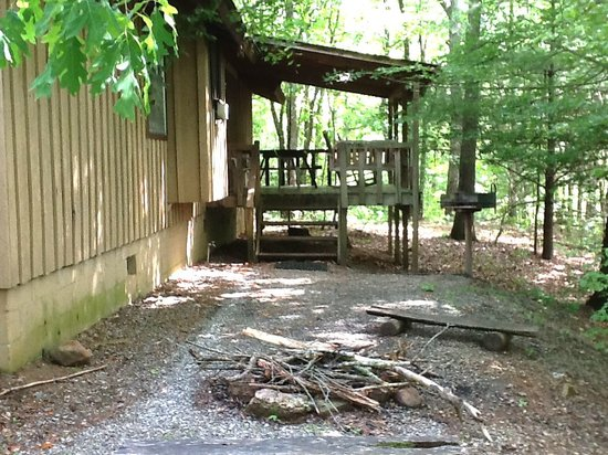 Trackrock Campground and Cabins: The back covered overlooking shady, wooded area