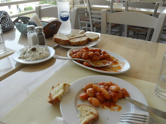 Agnadio Restaurant: Giant beans at Agnadio, Lefkes