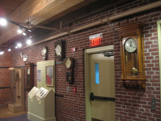 Timexpo Museum: wall of Clocks