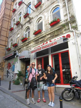 World House Istanbul: World House - happy guests!