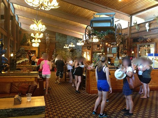 Rocking Horse Ranch Resort: Interior lounge/bar/dining area