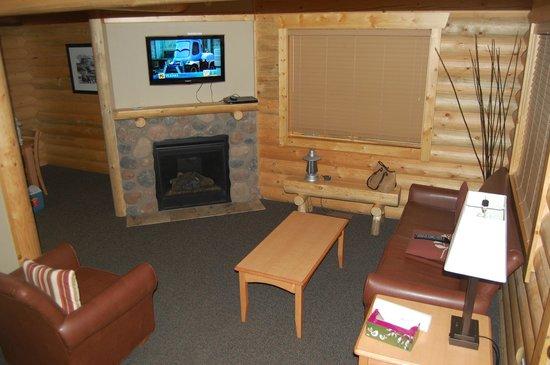 Pocahontas Cabins: living room