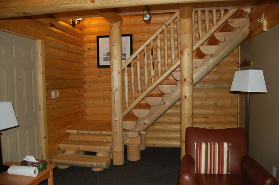 Pocahontas Cabins: Stairs Leading Upstairs