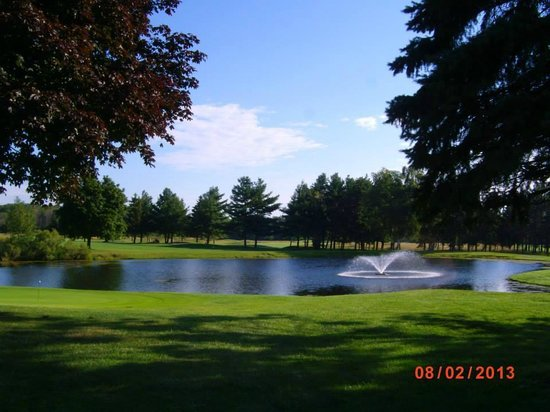 Lakeview Hills Golf Resort: View of the 18th hole at the North Course.