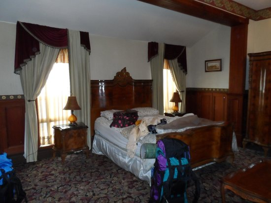 Eagle House Victorian Inn: Our room albeit messy
