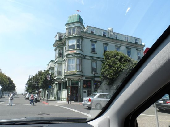 Eagle House Victorian Inn: Hotel exterior