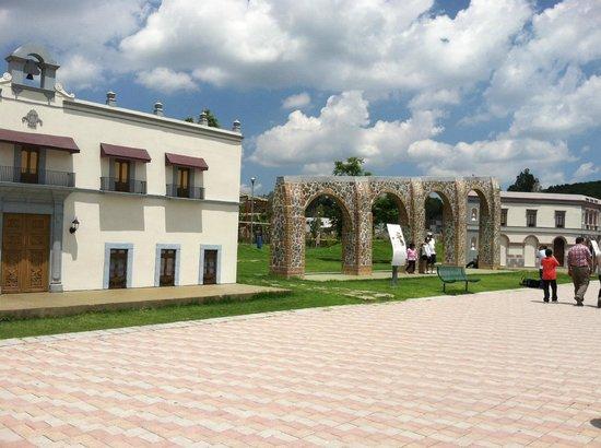 Parque Bicentenario: Replica de los Arcos y Casa de la corregidora