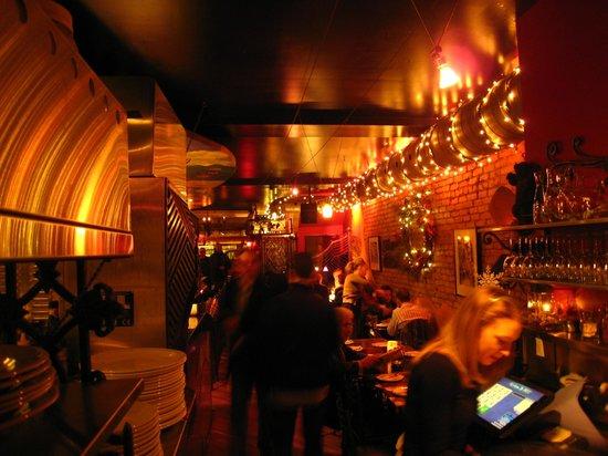 Ferro Bar & Cafe: Front dining room