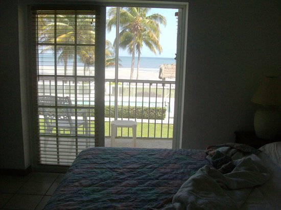 Casa Del Sol Beach Resort: master bedroom