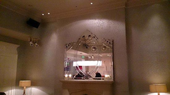 Tigerlily Restaurant & Bar: Mirror mirror