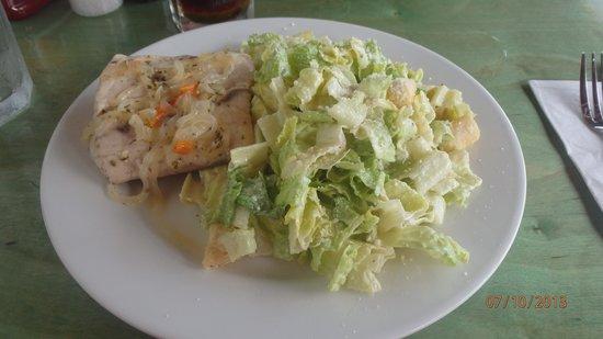 Stella Maris Resort Club Scuba Diving : Yummy Mahi salad at Driftwood Cafe