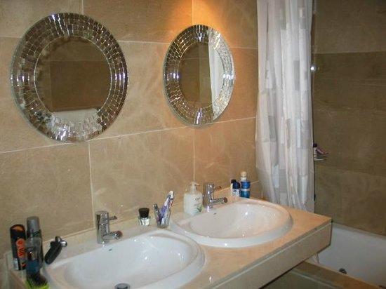 Duquesa Village: Marble Bathrooms