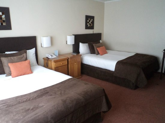 Hotel Germania Suites & Apartments: Chile, Concepción, Región del Bio-bío. Hotel Germania, Camas confortables.