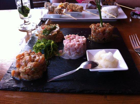 BALIBAR : Déclinaison de tartares de poisson (thon, saumon & espadon) servi avec son granité, salade d'alg