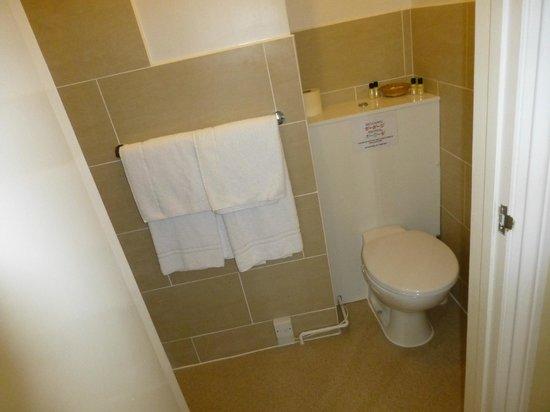 The Nyton: Room2 bathroom