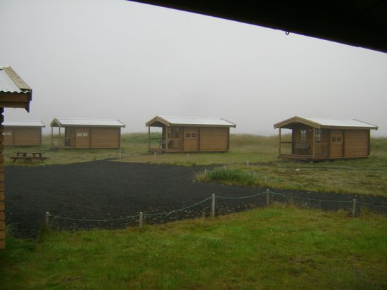 Alex Guesthouse: cabins out behind motel area