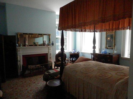 Woodlawn : Upstairs bedroom