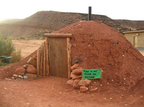 Anasazi Ridge Petroglyphs: Navajo Hogan