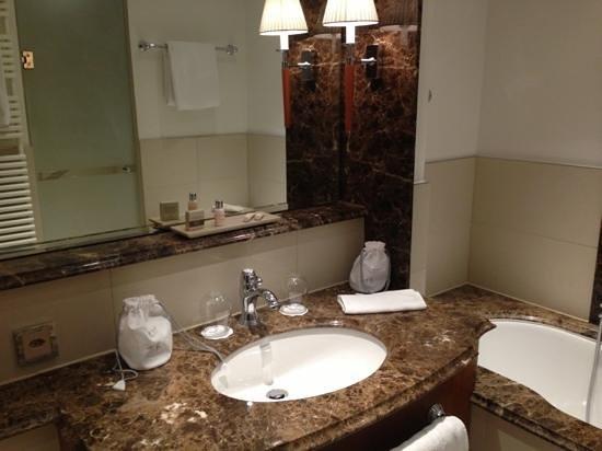 Grand Hotel Hof Ragaz: salle de bain