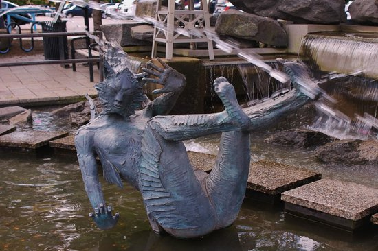 Lakewalk: Unique fountain at the entrance