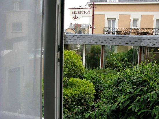 La Villefromoy: vue jardin !!!! pas de jardin !!