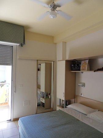 Hotel Principe: Camera vista dalla porta d'ingresso
