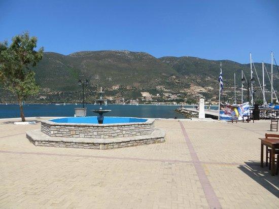 Maistrali: Port Vassiliki - esplanada